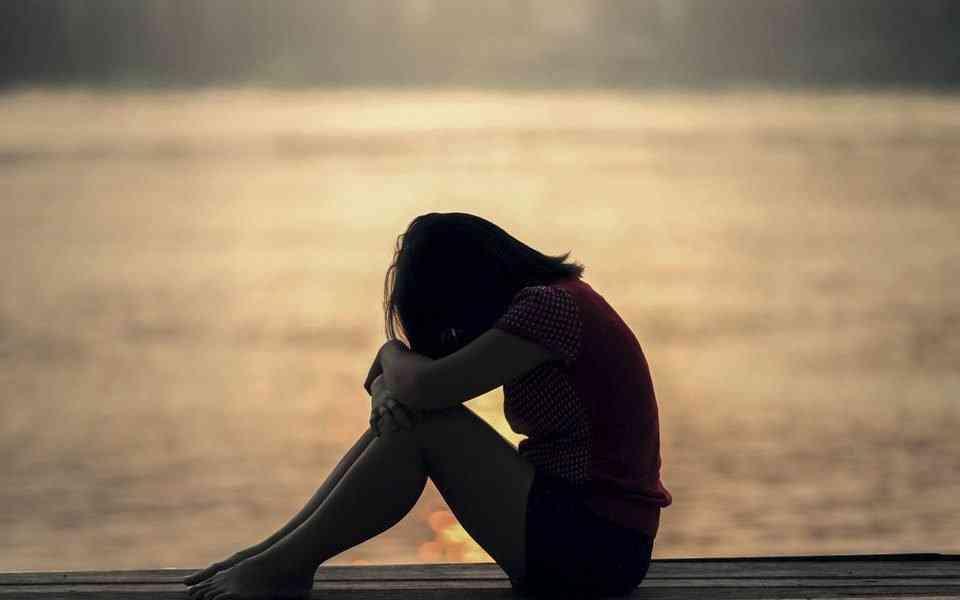πένθος, στάδια πένθους, πένθος και εθισμοί, θεραπεία επιπλεγμένου πένθους
