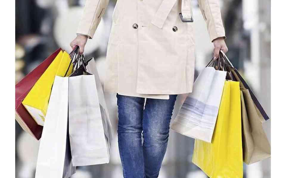 shopping therapy, καταναγκαστική αγορά προϊόντων, επιβράβευση του εαυτού, πότε το shopping therapy είναι πρόβλημα