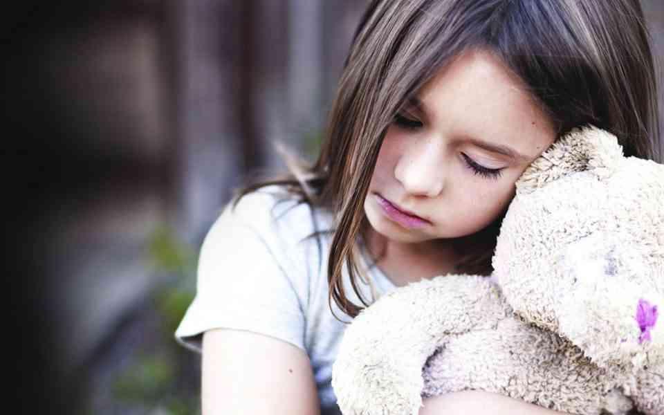 ψυχικά τραύματα, τραύματα παιδικής ηλικίας, τύποι τραυμάτων παιδικής ηλικίας, συμπτώματα ψυχικού τραύματος, επιδράσεις τραύματος