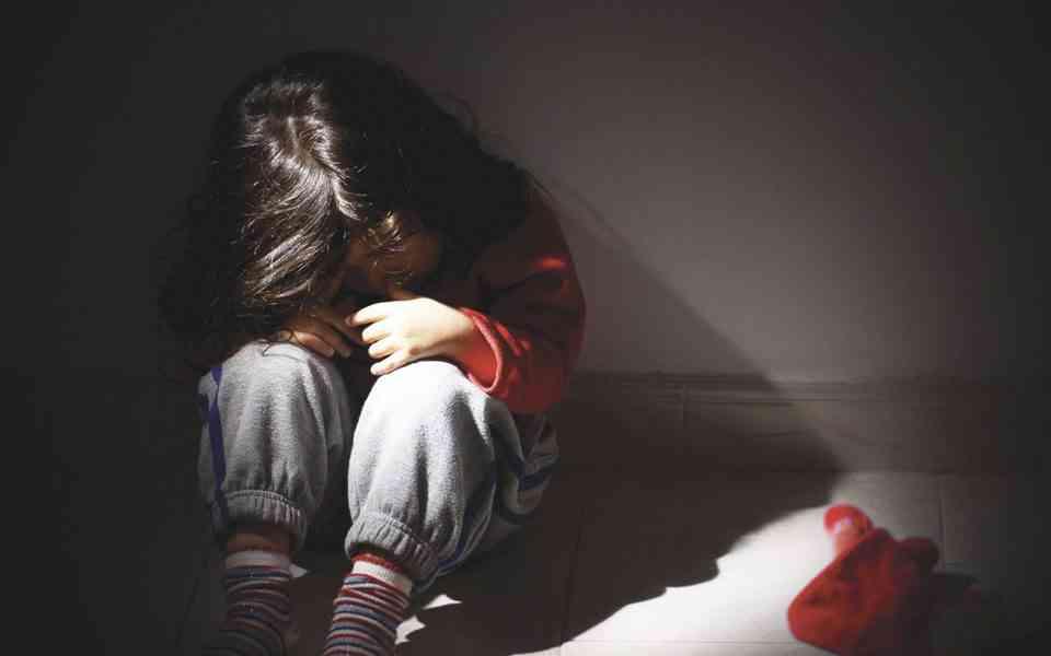 τραύματα παιδικής ηλικίας, τα τραύματα της παιδικής ηλικίας επηρεάζουν τον εγκέφαλο , τραύματα παιδικής ηλικίας και αλλαγές στον εγκέφαλο