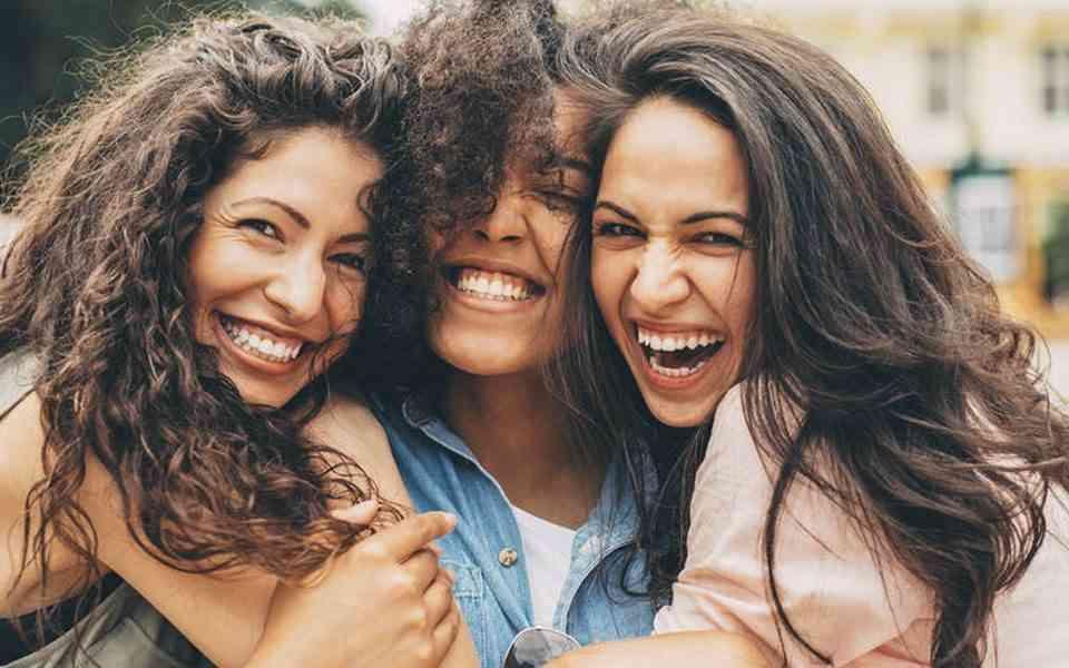 φιλία, τα οφέλη της φιλίας στην υγεία μας, υγιείς σχέσεις, η φιλία παρατείνει τη μακροζωία