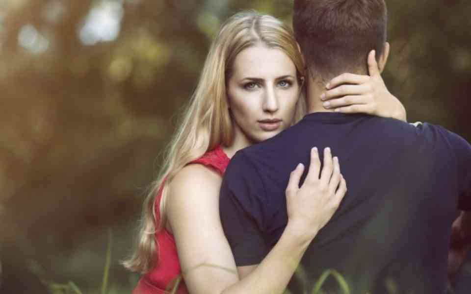 ζήλια, τι είναι η ζήλια, η ζήλια στις σχέσεις, η ζήλια δηλητηριάζει τις σχέσεις, επιδράσεις της ζήλιας σε μια σχέση, προειδοποιητικά σημάδια ζήλιας, τρόποι αντιμετώπισης της ζήλιας
