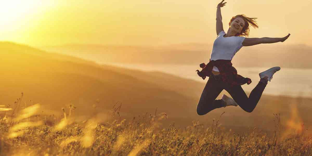 ευτυχία, τι είναι η ευτυχία, παράγοντες που επηρεάζουν την ευτυχία, χαρακτηριστικά των ευτυχισμένων ανθρώπων , πως να καλλιεργήσετε την ευτυχία
