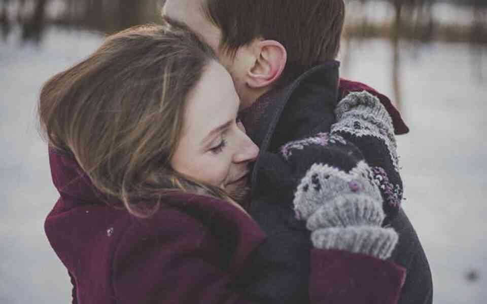 αγκαλιά, η δύναμη της αγκαλιάς, γιατί χρειαζόμαστε την αγκαλιά, γιατί είναι σημαντική η αγκαλιά, αγκαλιά και ανοσοποιητικό σύστημα
