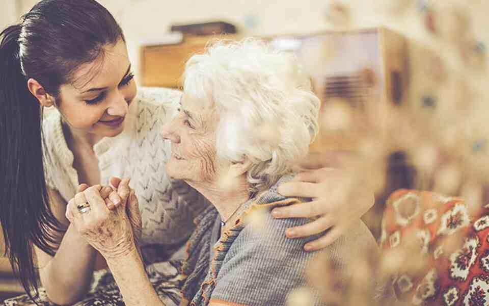 βοήθεια προς τους άλλους, προσφορά βοήθειας, προσφορά βοήθειας και ευτυχία, πως η προσφορά βοήθειας συμβάλλει στην ευτυχία, οφέλη προσφοράς
