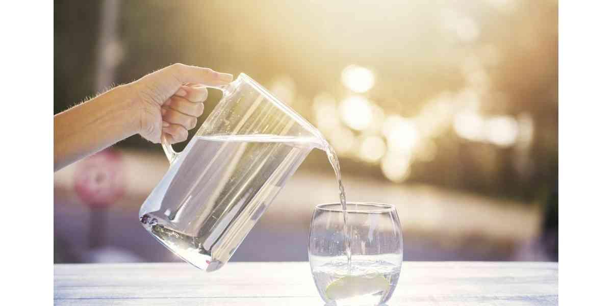 νερό. αξία νερού, ο ρόλος του νερού στο σώμα, πόσο νερό πρέπει να πίνουμε την ημέρα