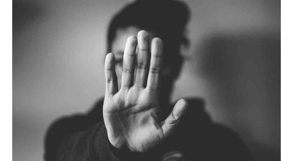 ενδοοικογενειακή βία, σημάδια ενδοοικογενειακής βίας, συναισθηματική κακοποίηση, σωματική κακοποίηση, επιδράσεις βίας στην ψυχική υγεία, κακοποιητικές συμπεριφορές