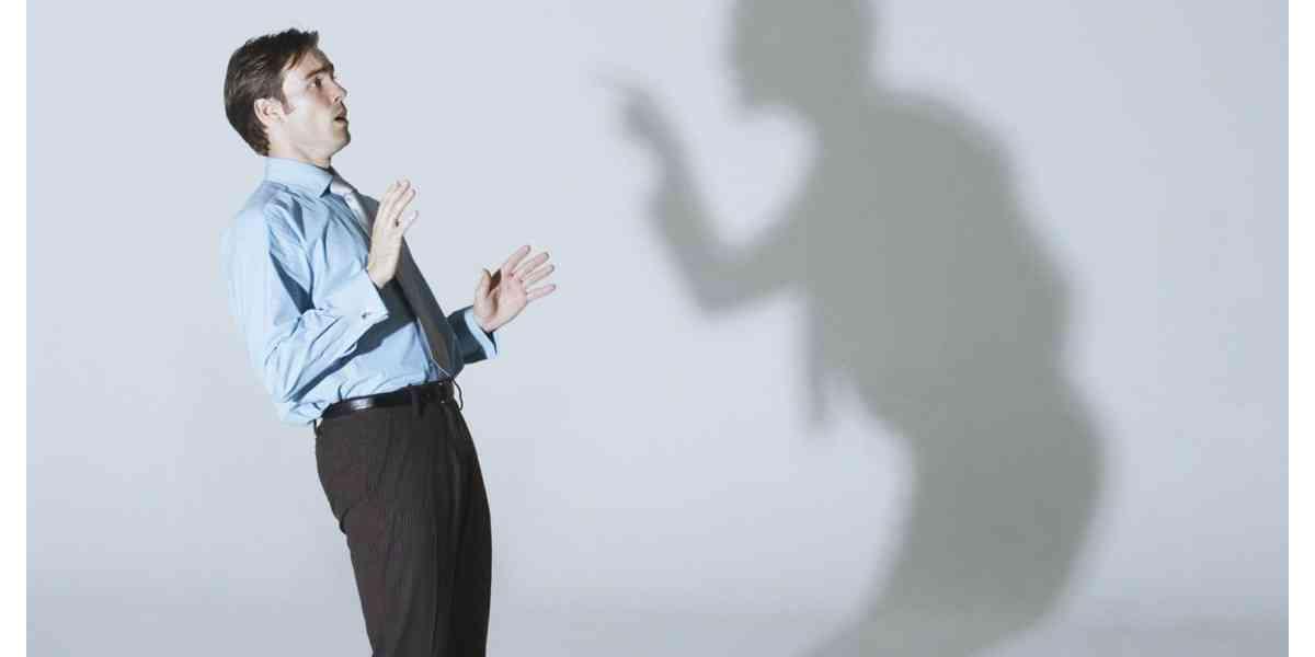 αυτοκριτική, τι είναι η αυτοκριτική, που οφείλεται η αυτοκριτική, πως να αντιμετωπίσετε την αυτοκριτική