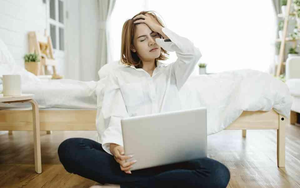 τηλεργασία, εργασία από το σπίτι, παράγοντες που προκαλούν άγχος στην τηλεργασία, πως να αντιμετωπίσετε το άγχος της τηλεργασίας